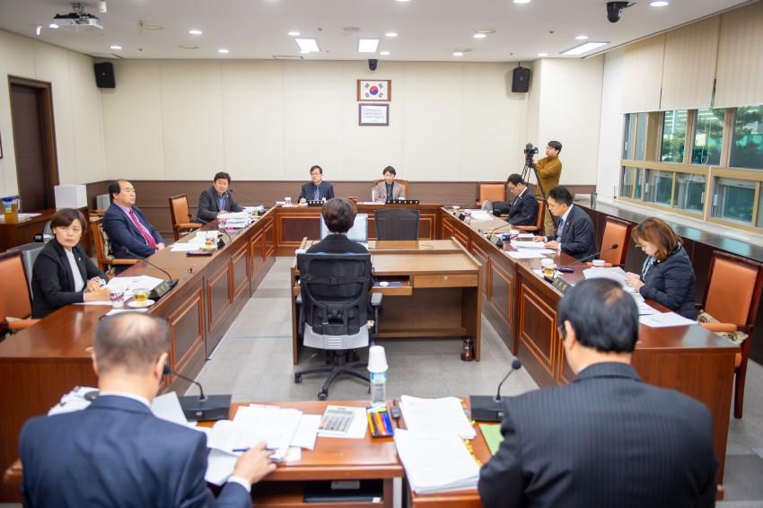 20191205 제238회 제2차 정례회 행감 9일차(1)-자치행정위원회.JPG