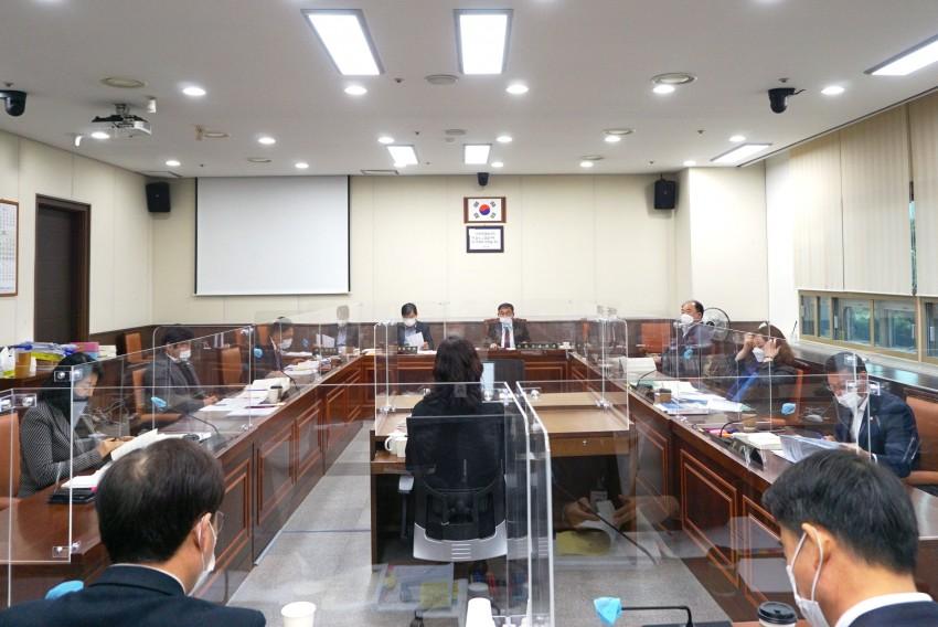 20201126 제247회 제2차 정례회-행감 1일차(2).JPG